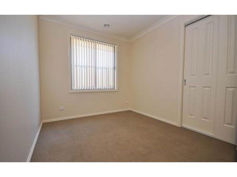 2/11 Swallow Street, Thurgoona NSW 2640