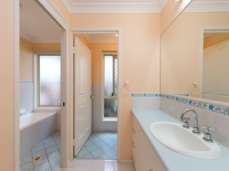 48 Barcoorah Street, Westlake QLD 4074