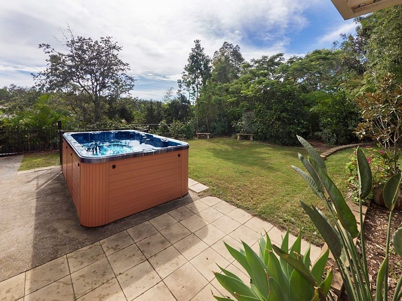6 Hallett Close, Bellbowrie QLD 4070