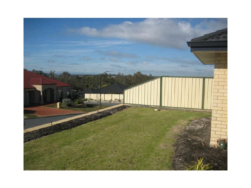 17 Sheffield Bend, Success WA 6164