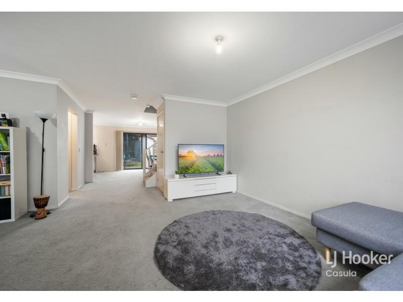 20 Northampton Drive, Glenfield NSW 2167