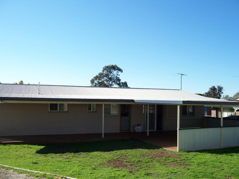 24 Simpson Terrace, Singleton NSW 2330