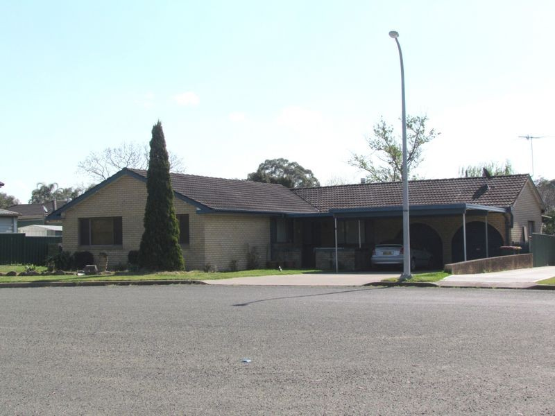 1 Eyre Close, Singleton NSW 2330