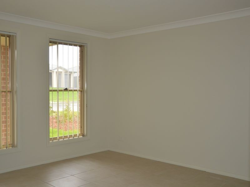 1/31 Broomfield Crescent, Singleton NSW 2330