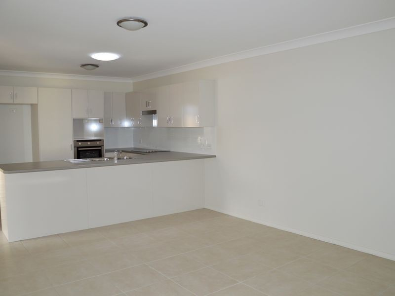 2/31 Broomfield Crescent, Singleton NSW 2330
