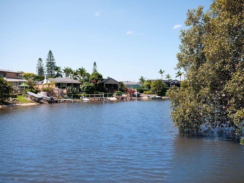 9 Nootka Court, Broadbeach Waters QLD 4218