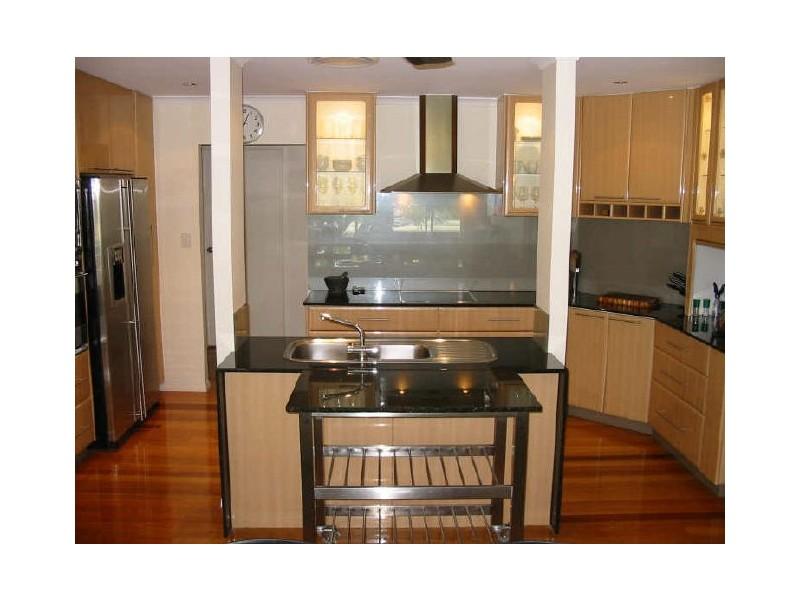 11 Andrew Avenue, Broadbeach Waters QLD 4218