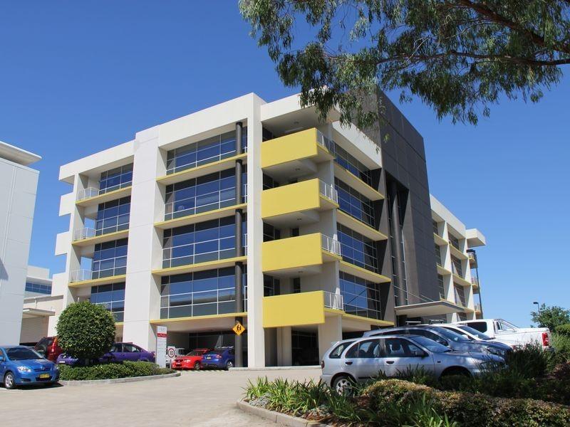 2/4-8 Inglewood Place, Baulkham Hills NSW 2153