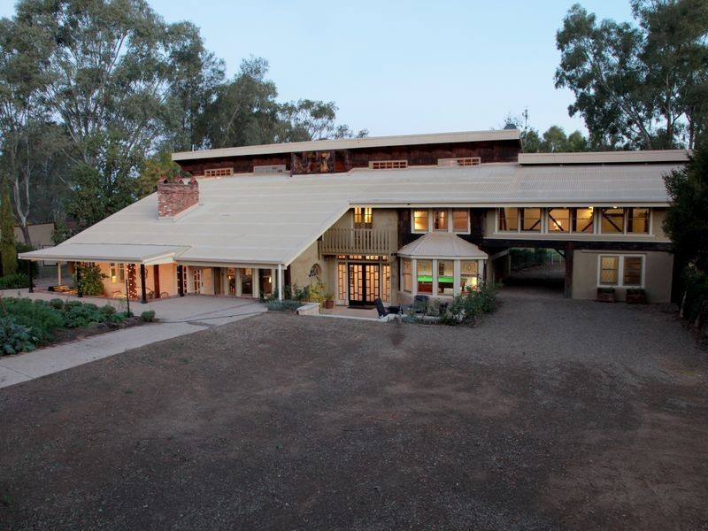 37 Plumpton Road, Lake Albert NSW 2650