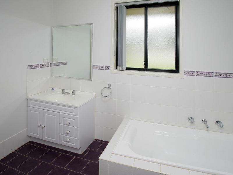 7 Mackay Place, Ashmont NSW 2650