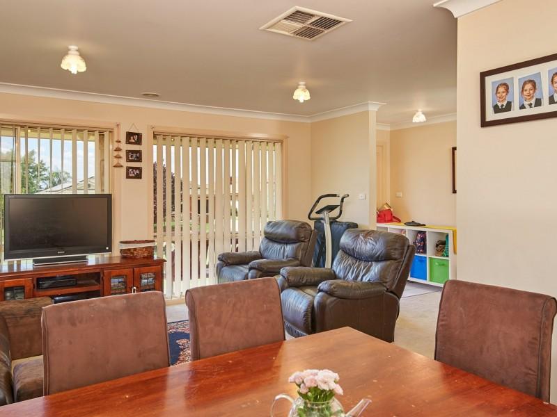 14 Wonkana Road, Glenfield Park NSW 2650