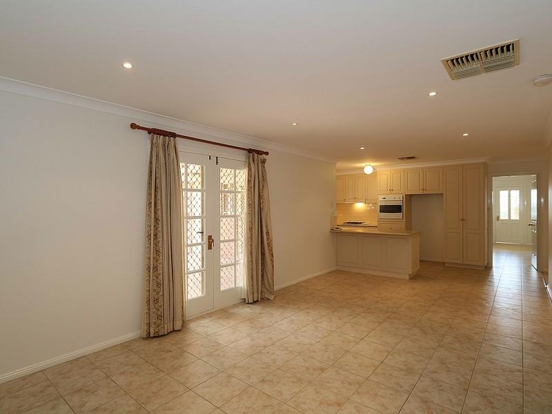 3 Nathan Place, Kooringal NSW 2650