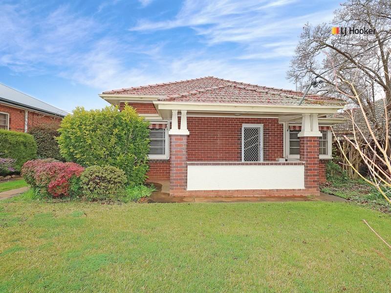 8 Heath Street, Turvey Park NSW 2650