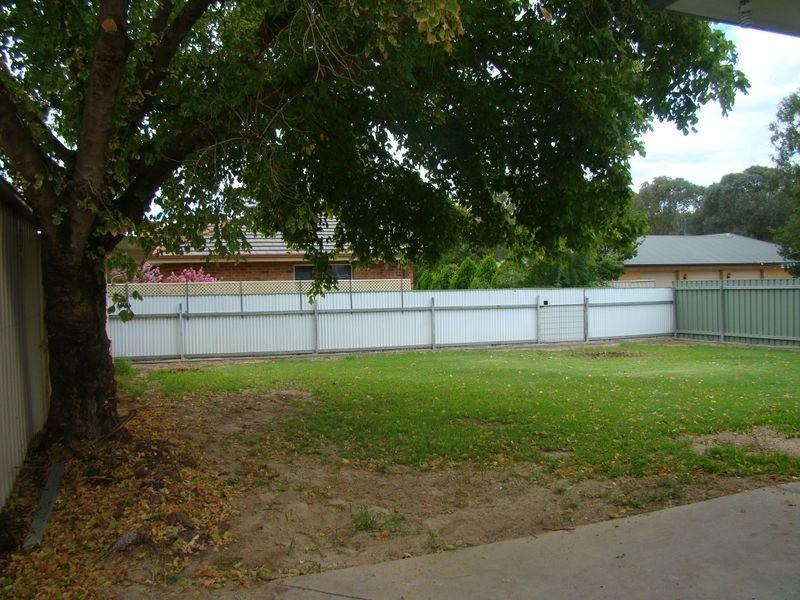 5 Lake Street, Lake Albert NSW 2650
