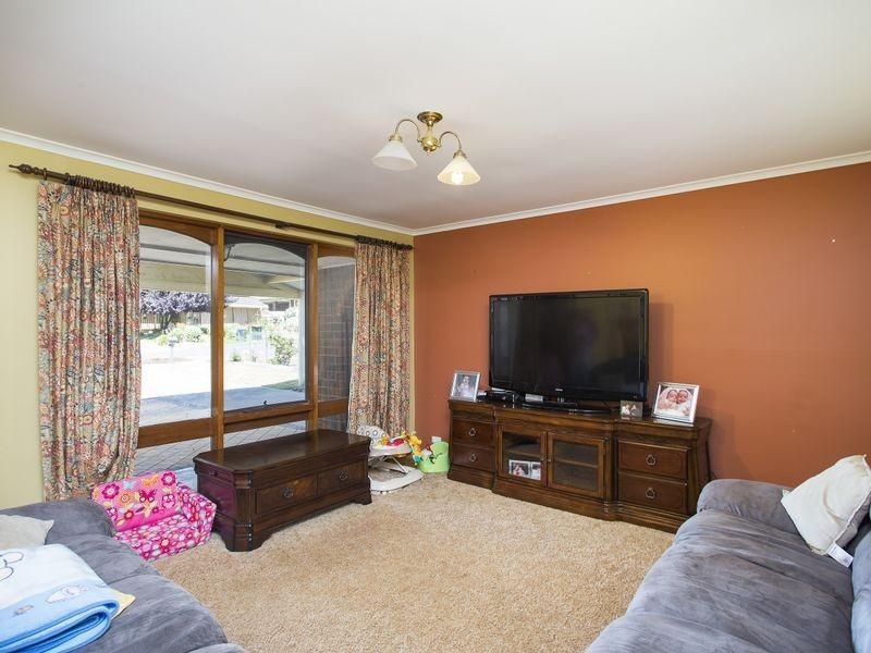 15 Woodham Court, Aberfoyle Park SA 5159