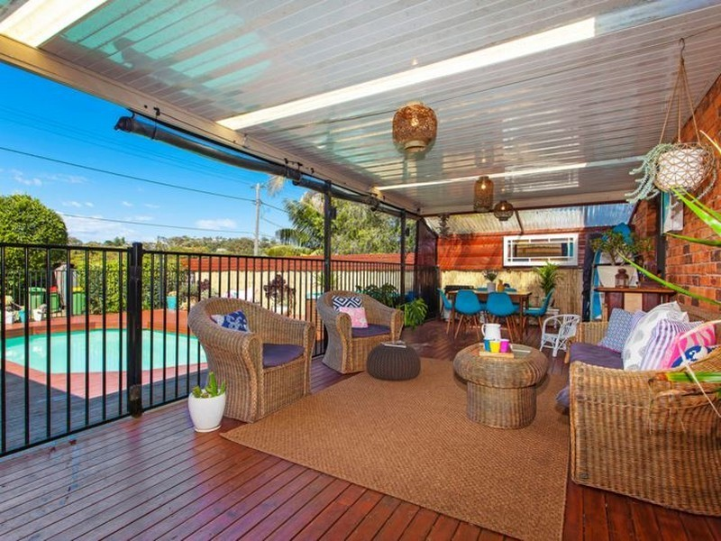 929 The Entrance Road, Forresters Beach NSW 2260