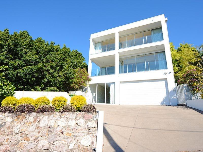 21 Tantula Road East, Alexandra Headland QLD 4572