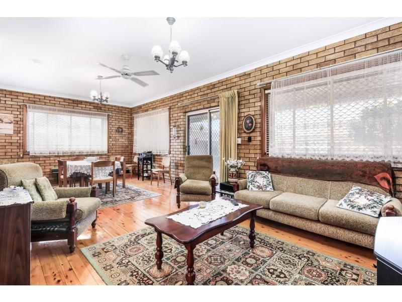 16 Robinson Street, Eastlakes NSW 2018