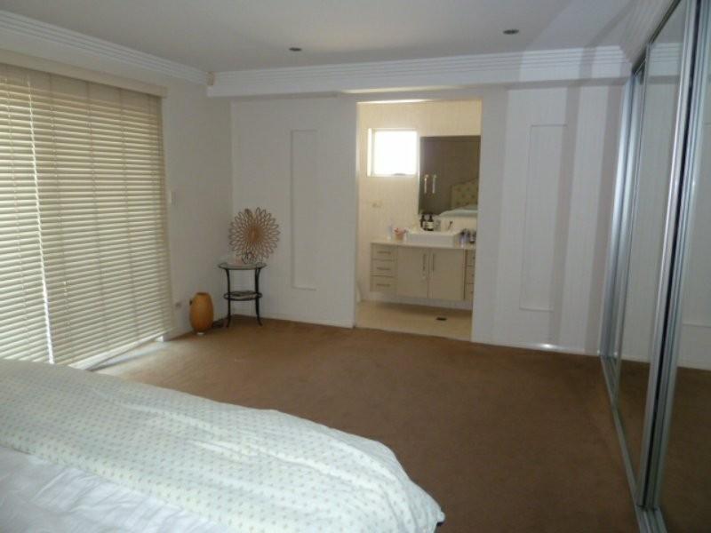 20 Belmore Road, Peakhurst NSW 2210