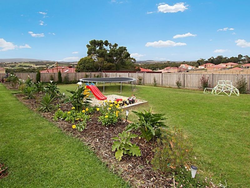 7 Aurina Drive, Hidden Valley VIC 3756