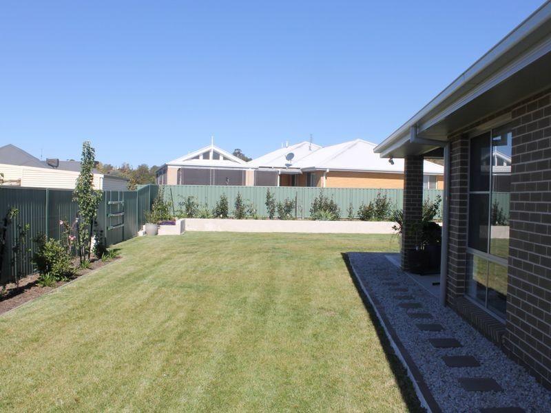 65 Freeman Circuit, Bathurst NSW 2795