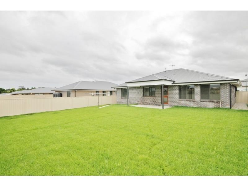 35 Amber Close, Bathurst NSW 2795
