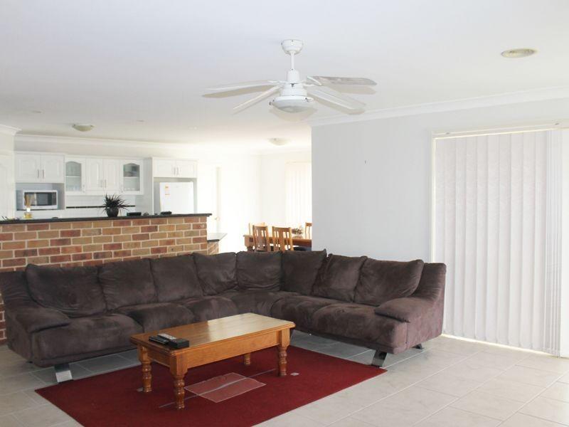 8 Oaklands Drive, Llanarth NSW 2795