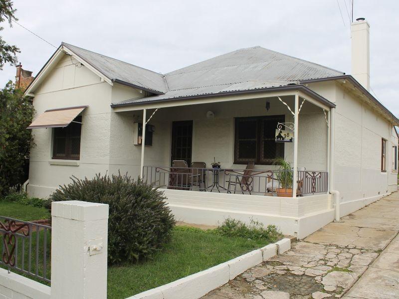 38 Lambert Street, Bathurst NSW 2795