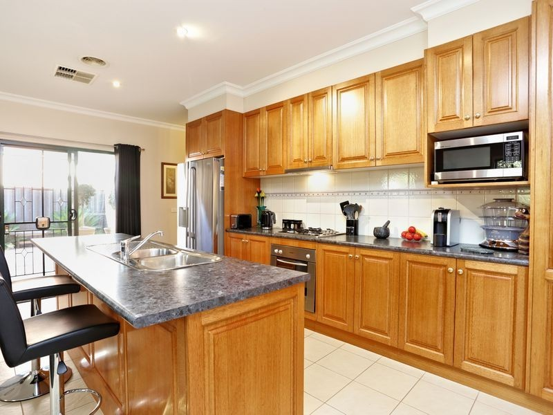 9 Conder Place, Caroline Springs VIC 3023