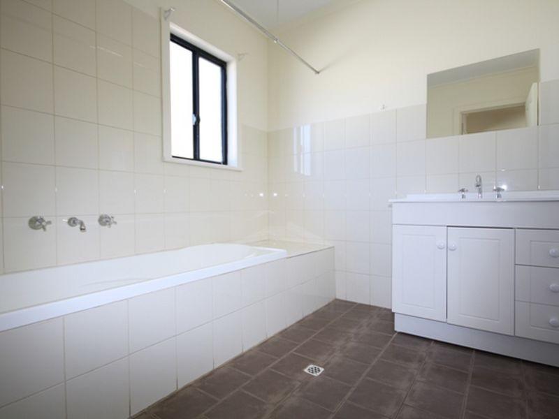 12 Cornish Terrace, Wallaroo SA 5556