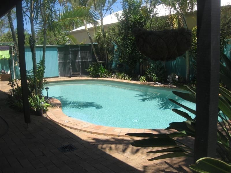 16 Poinciana Boulevarde, Broadbeach Waters QLD 4218