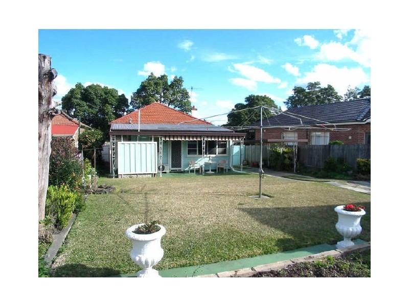 3 Roslyn Street, Ashbury NSW 2193