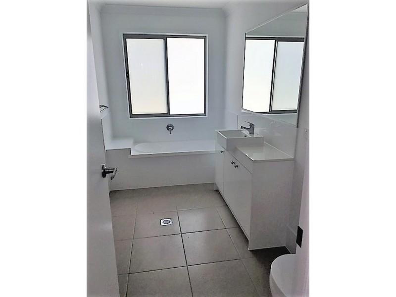 Unit 3/113-117 Broadwater Terrace, Redland Bay QLD 4165
