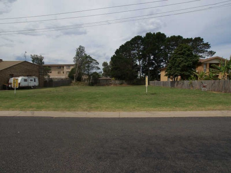 8 Matthew Parade, Batehaven NSW 2536