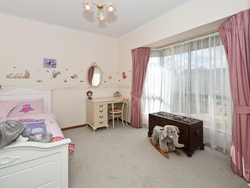 8 Dunalbyn Drive, Aberfoyle Park SA 5159