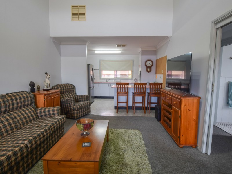 2/23 Thornhill Street, Young NSW 2594