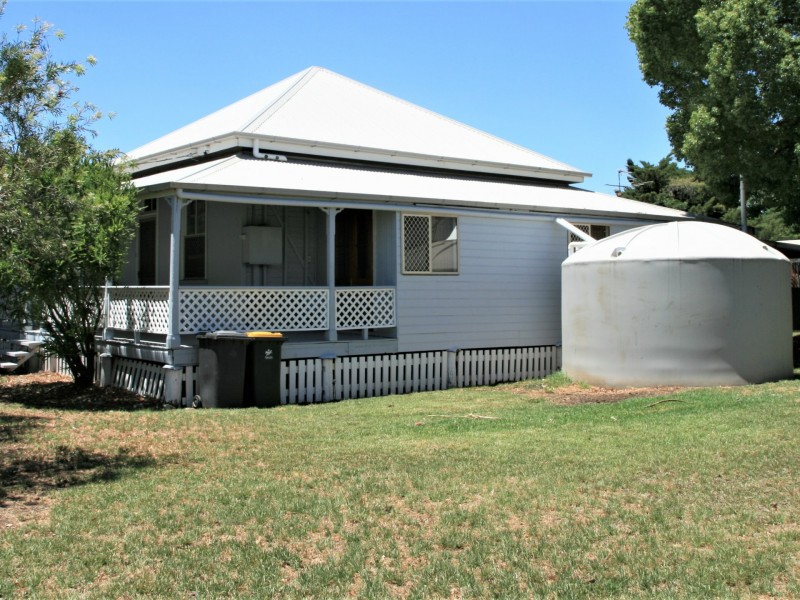 11 Drayton Street, Allora QLD 4362