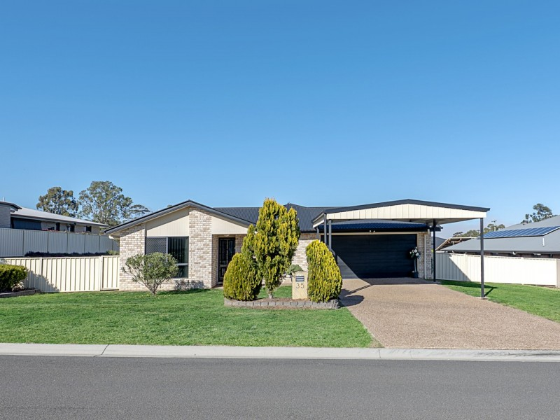 35 Lyons Crescent, Warwick QLD 4370