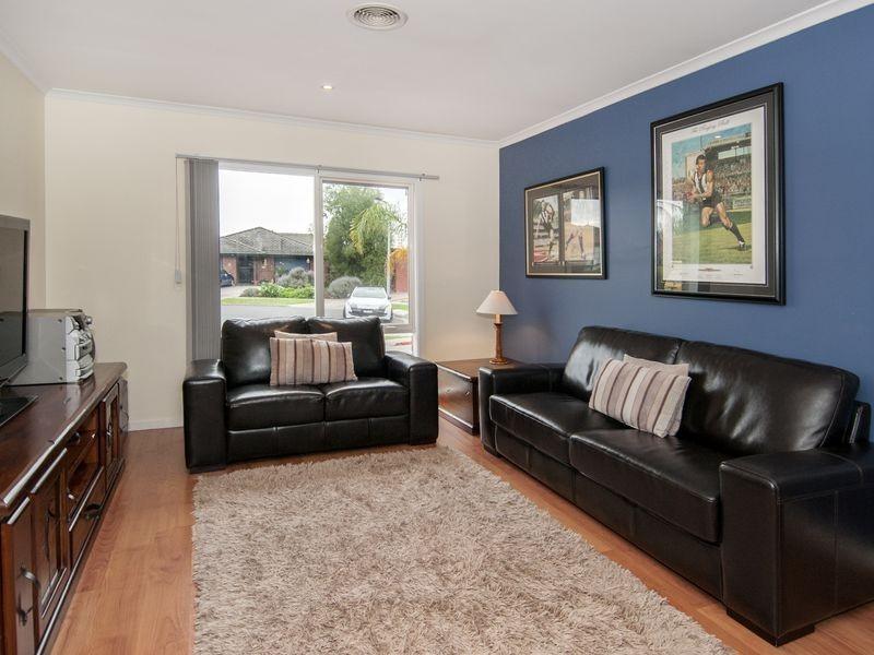 5 Burridge Close, Mill Park VIC 3082