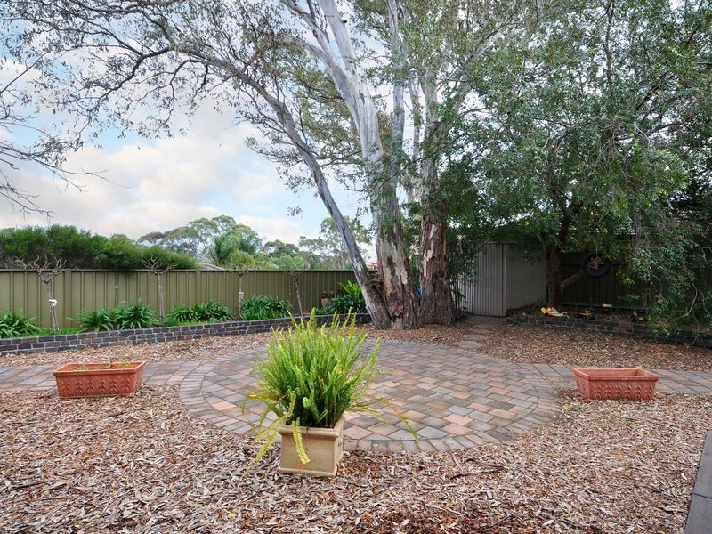 33 Outlook Drive, Aberfoyle Park SA 5159