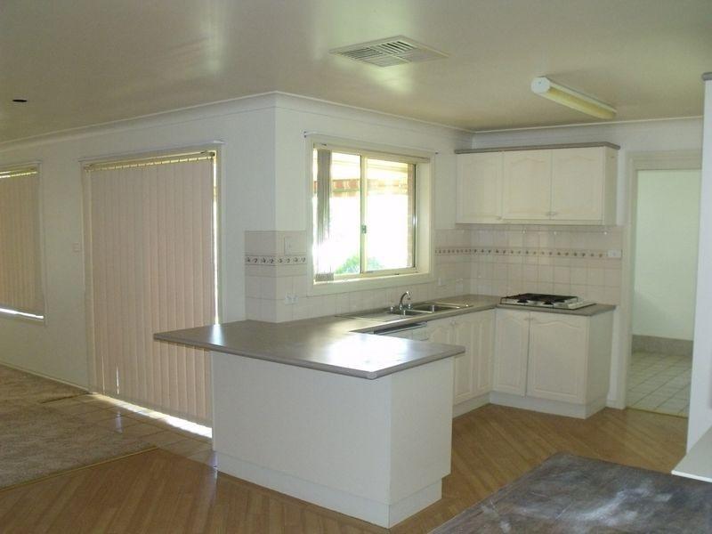 14 Eucalypt Close, Cowra NSW 2794