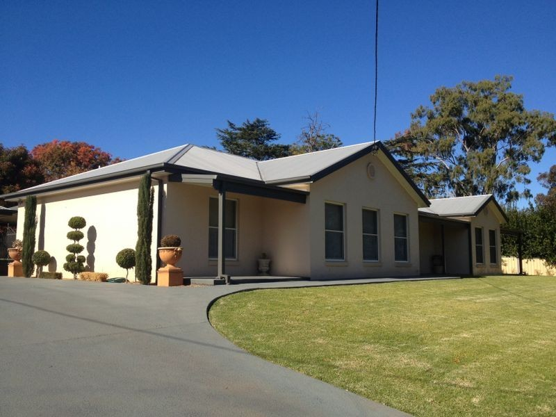 15 Phillips Street, Cowra NSW 2794