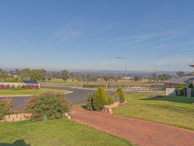 25 Acacia Circle, Cowra NSW 2794