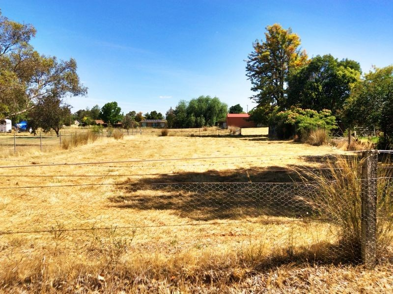 90 Grenfell Road, Cowra NSW 2794