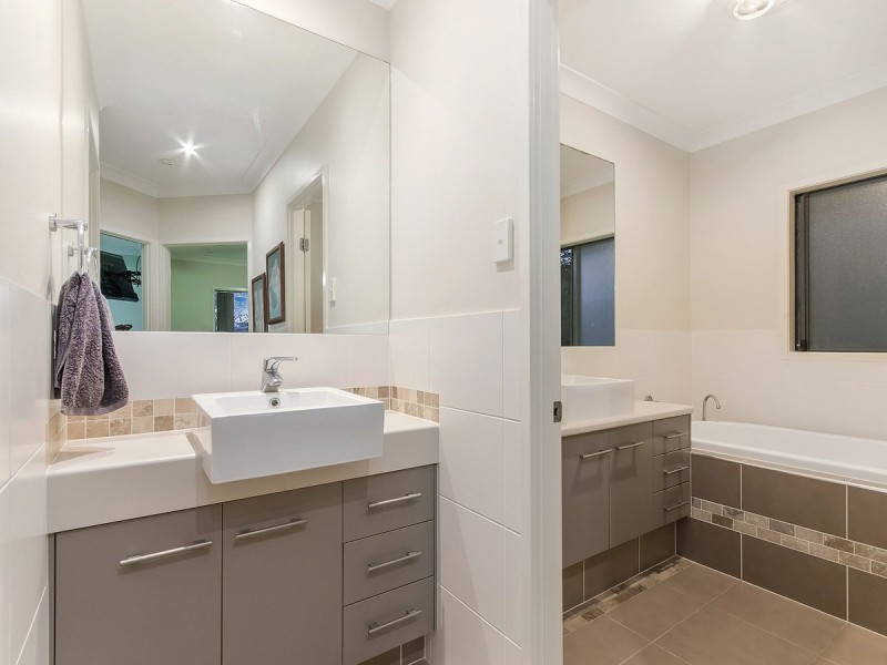19 Laceflower Court, Reedy Creek QLD 4227