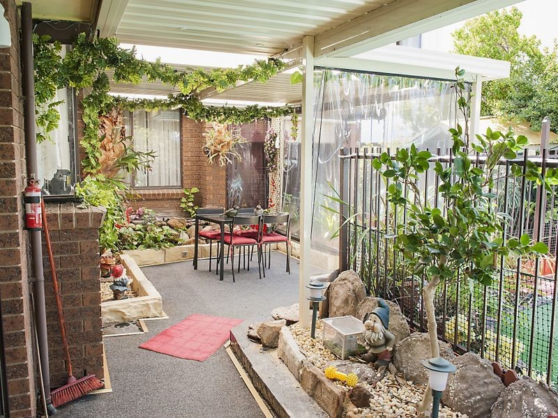 42 Stockdale Cres, Abbotsbury NSW 2176