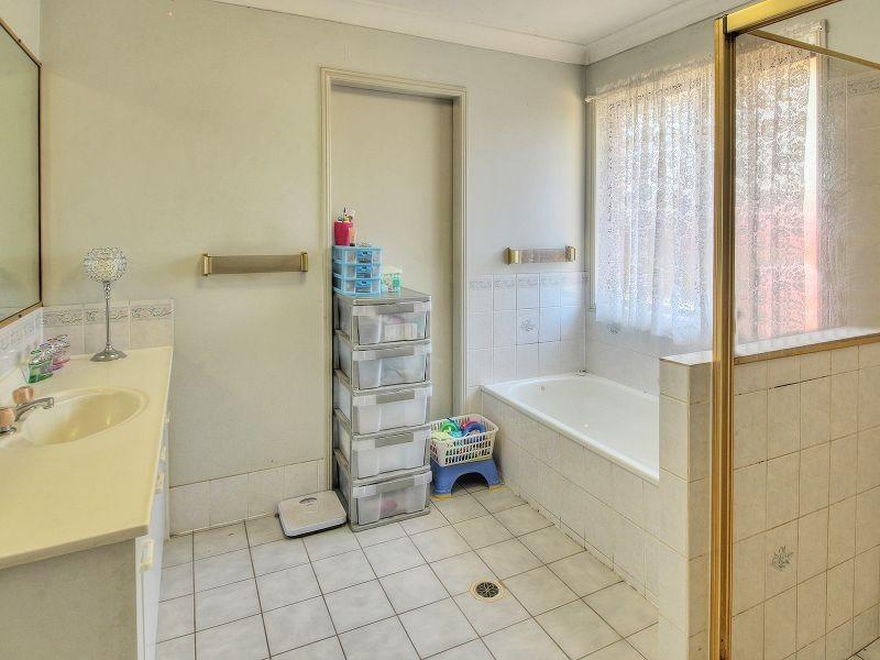 2 Glenbrae Court, Marsden QLD 4132