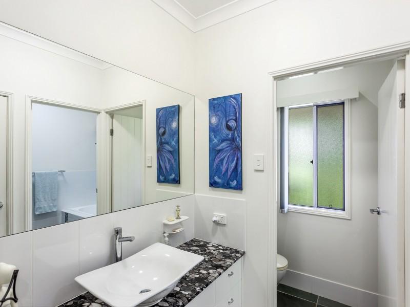 48 Essex Court, Mount Hallen QLD 4312