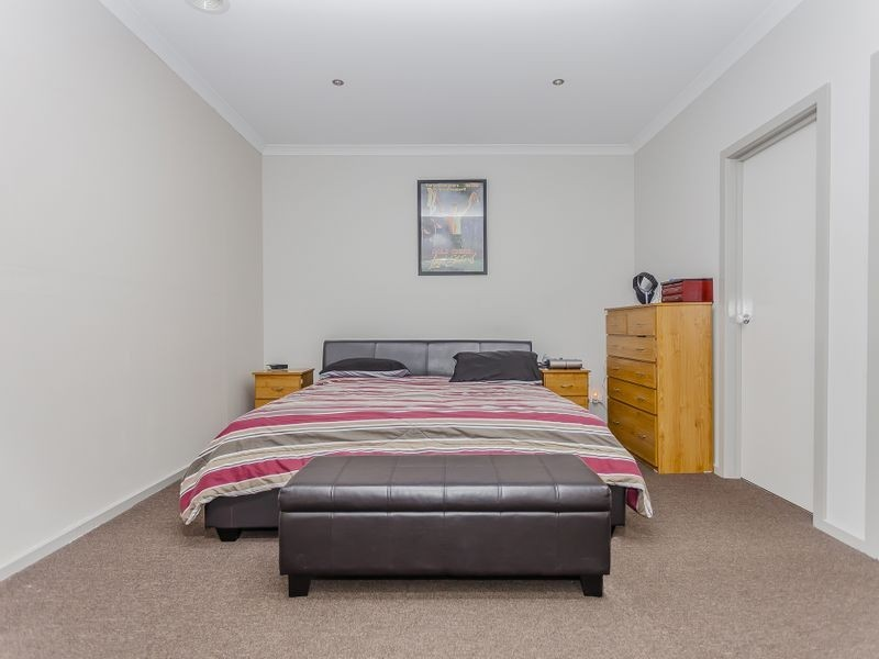 42 Mareeba Way, Craigieburn VIC 3064