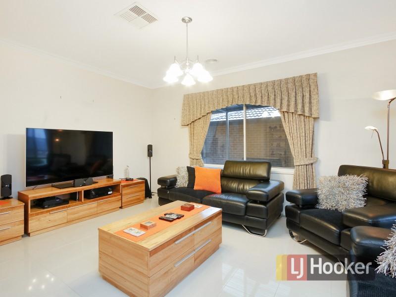 10 Yemaya Place, Berwick VIC 3806